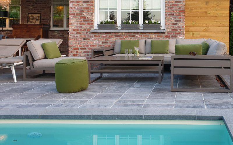 Zwembad en lounge-terras